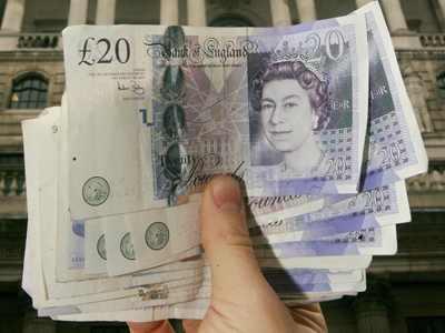 Statul britanic ofera ajutor financiar cetatenilor UE