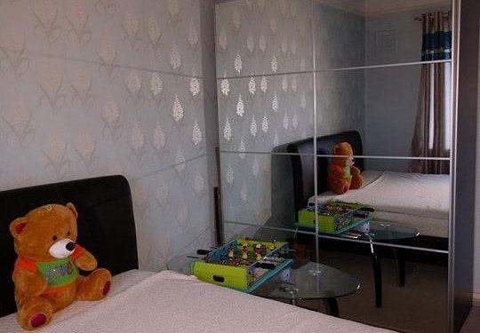 Camera dubla spatioasa in flat cu 2 pers. zona 5 Pinner