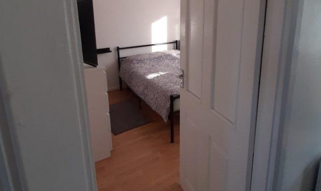Camera dubla mare in Dagenham